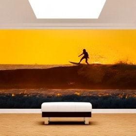 Gigantografie di foto del surfista nell'onda