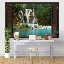 Cascate di windows vinile nella foresta