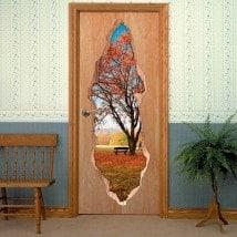 Vinili per albero di porte in autunno