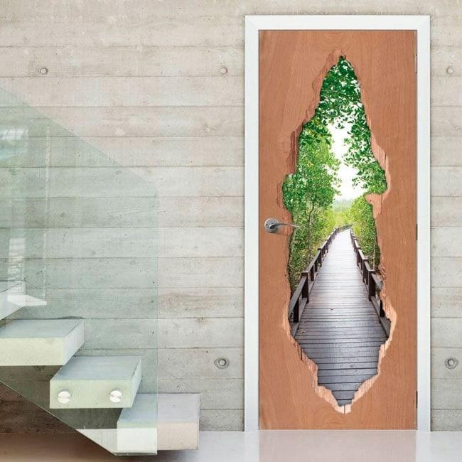 Ponte di cancelli nella foresta per vinili