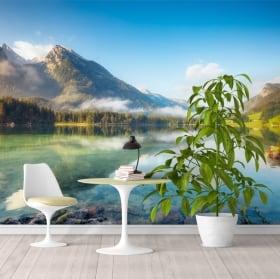 Adesivo murale lago tra le montagne innevate