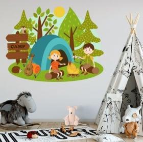 Vinili bambini e giovani campo nella foresta
