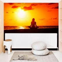 Murales in vinile yoga tramonto sulla spiaggia