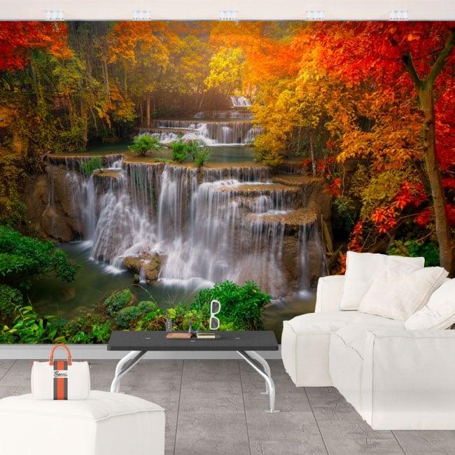 Murales con cascate e alberi in autunno